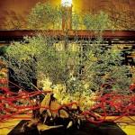 美をつむぎ出す手を持つ人、華道家『假屋崎省吾の世界展』開催