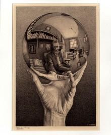 E-268_写像球体を持つ手