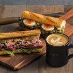 スタイリッシュなバケットサンドとバリスタが淹れる<br>こだわりコーヒーのカフェ「イー・エー・グラン」オープン